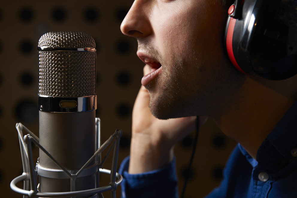 podcast-microphone-speaking